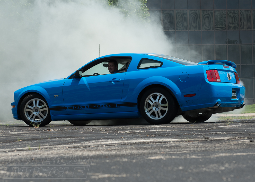 2006 GT Mustang Doing a Burn Out