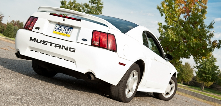 Jeff 39 s oxford white 39 00 gt americanmuscle for 2000 mustang rear window louvers